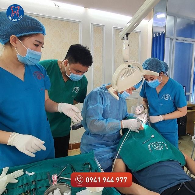 Nha khoa Phương Nam sở hữu đội ngũ bác sĩ nhiều năm kinh nghiệm - 1