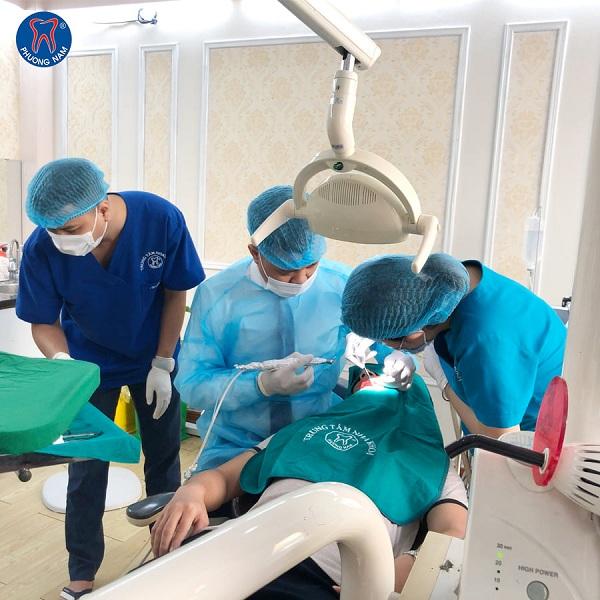 Bạn nên đến với nha sĩ để được xử lý hiện tượng nhiễm trùng răng càng sớm càng tốt - 1