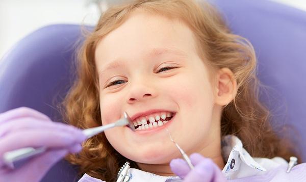 Chăm sóc răng miệng cho bé theo độ tuổi là việc rất quan trọng -1