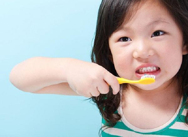 Các bé từ 3 - 4 tuổi đều có thể tự đánh răng với kem đánh răng - 1